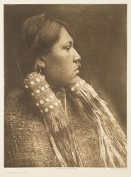 """A hesquiat maiden"" par Edward S. Curtis, photogravure, reproduction : Christian Vignaud"